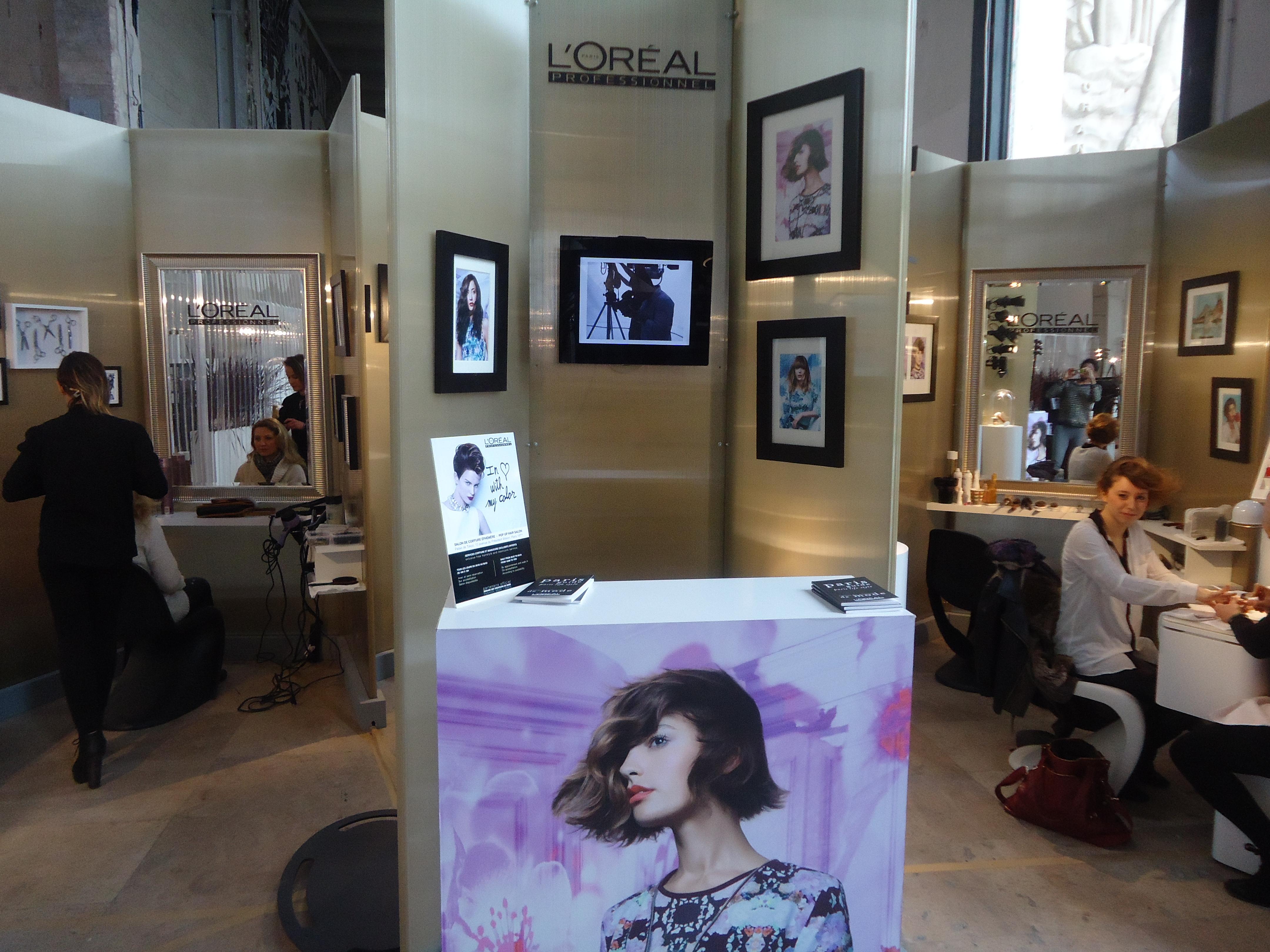 Fashion Week : séance de relooking au salon de coiffure éphémère L ...