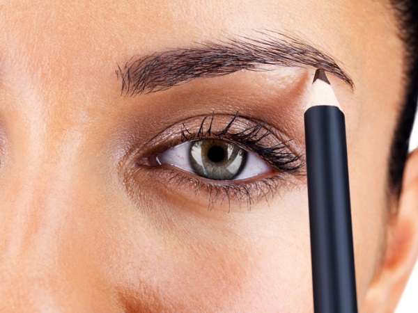 conseil beaut comment maquiller les sourcils la beaut selon une parisienne blog beaut. Black Bedroom Furniture Sets. Home Design Ideas