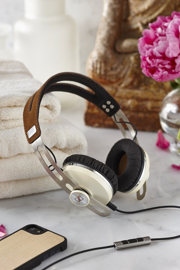 MOMENTUM On-Ear Ivory  C 081
